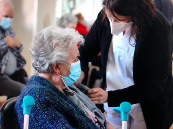 Comienza la vacunación contra la Covid-19 en Los Nogales